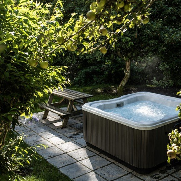 Timber Hill Cottage Hot Tub